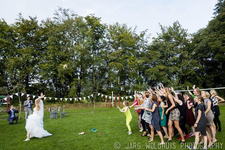 Wie is de volgende bruid die op Hoeve Kindergoed trouwt?   Hoeve Kindergoed is een officiële trouwlocatie en groepsaccommodatie op een schapenboerderij in Ermelo. Als jullie op zoek zijn naar een landelijke plek om te trouwen, proosten en feesten is de Hoeve een mooie optie. De locatie is te huur voor een dag(deel) of een weekend.   Het ervaren team helpt jullie aan een relaxte bruiloft.  Ga voor meer informatie naar www.hoevekindergoed.nl