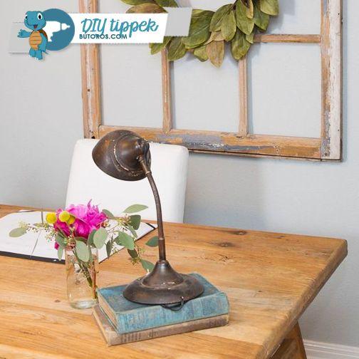 NE DOBD KI A RÉGI BÚTOROKAT! Ha nemcsak egy, de több régi bútorod is van, megpróbálhatod a rusztikus stílushoz közelíteni otthonod berendezését. Egy régi íróasztal ápolt állapotban, egy klasszikus lámpával kiegészítve otthonos és barátságos hangulatot teremt még a dolgozószobádban is. Ha van egy ósdi létrád vagy ablakkereted, hozd rendbe, és tedd ki a falra - tökéletes képkeret lesz belőle. :) #diytippek #rusztikusstílus #lakberendezés #dekoráció
