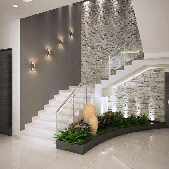 Arsitektur Rumah: 16 Ide Inspiratif Taman Kering Di Bawah Tangga!