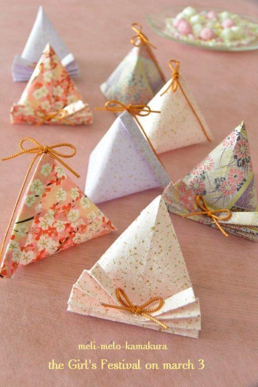 小さいお菓子などのプチプレゼントを「ラッピング」で可愛く演出してみませんか?今回は100均の折り紙などを使って簡単に出来る「テトラ型ラッピング」の作り方からオシャレな実例アイデアまでをご紹介します!