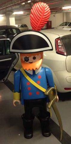 Playmobil g ant homme pirate bo te playmobil pinterest playmobil an - Playmobil geant decoration ...