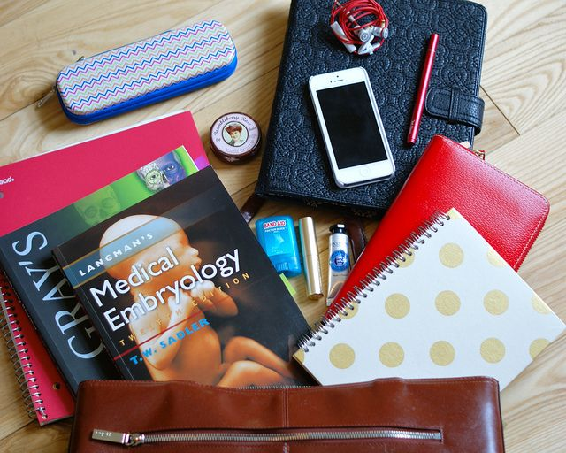 what does a medical student need with them on a daily basis? find out what's in her @? ? bag!