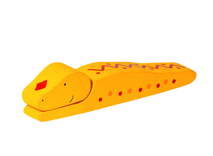 Natural and high quality toys to the development of the skills of children. Clapping snake