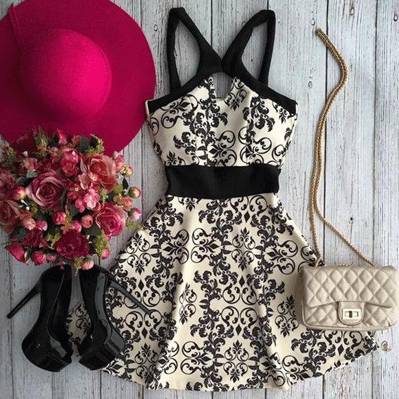 O Vestido Rodado Curto Fiama te deixa mais linda e elegante. Com design de alças e cintura marcada, vai ter deixar uma diva.