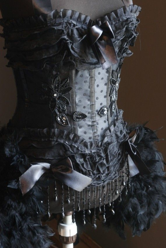 BLACK SWAN Burlesque Corset Costume Moulin Rouge Circus dress OMG I need it OMG Lo necesito OMG J'en ai besoin