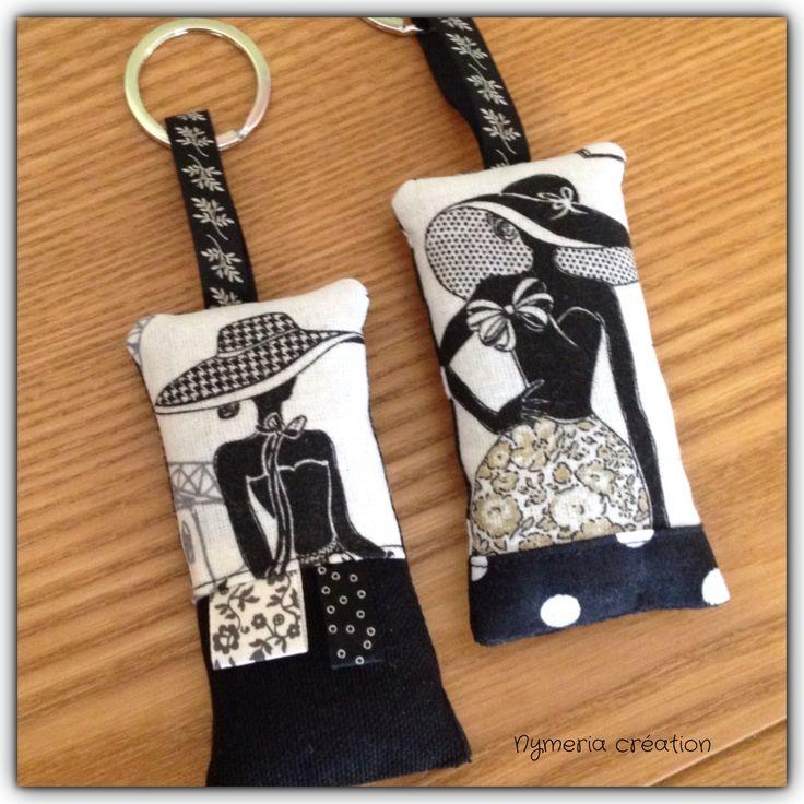 """2 porte-clés """"la parisienne"""" rétro chic tissu noir et à pois : Porte clés par nymeria-creation"""