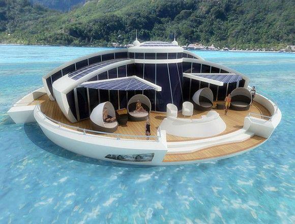 Solární loď - či snad ostrov, je plně soběstačný. Alespoň co se energie týká. Sbírá ji skrize solární panely ze slunce a ukládá v bateriích. foto: Michele Puzolante