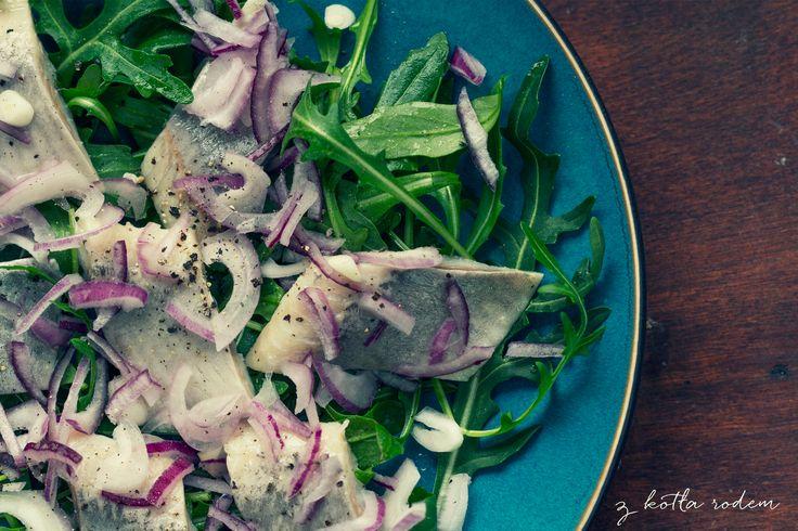 Śledź a'la matias z cebulką i rukolą - idealne na zakrapiane spotkanie ;) #salatka #sledz