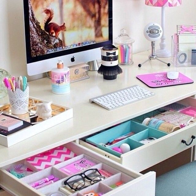Such a bright & organized desk! Just what you need to get creative