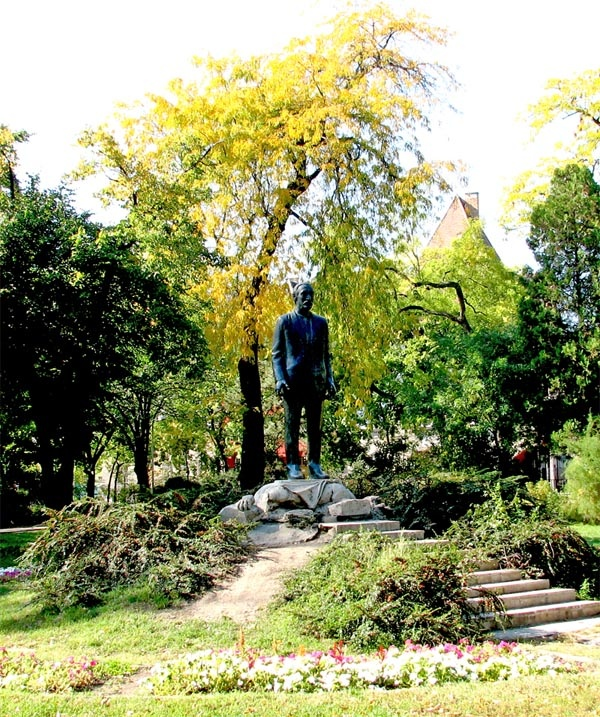 Wekerle | Statue of Kós Károly. http://budapestpocketguide.com/budapest-yours-to-discover/wekerle-estate-centennial-year-1908.html #Budapest