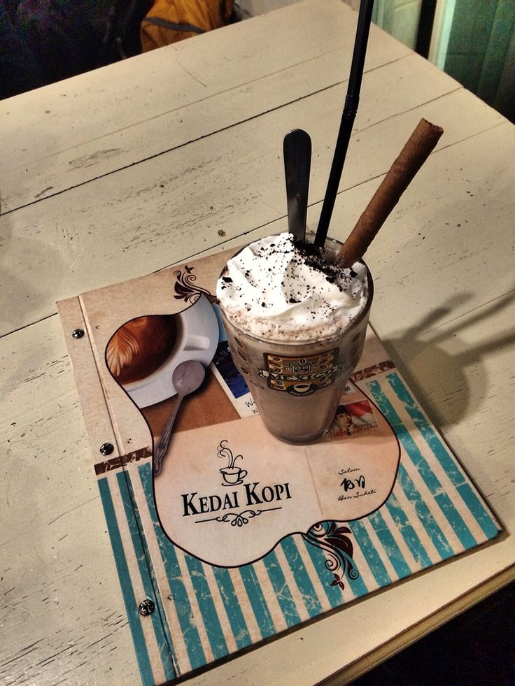 Oreo Frappe with cookies and mesh oreo . blend perfectly  Vintage café style for a couple of meet up photo : her self place : Kedai Kopi Kalpataru - Malang - Indonesia