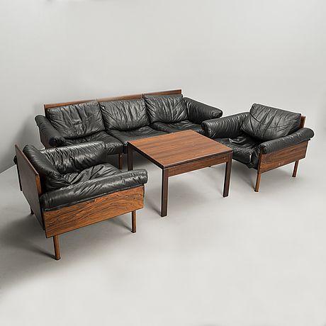 """YRJÖ KUKKAPURO, KALUSTERYHMÄ. Sohva, nojatuolipari """"Ateljee"""" ja pöytä. Valmistaja Haimi 1970-luku."""