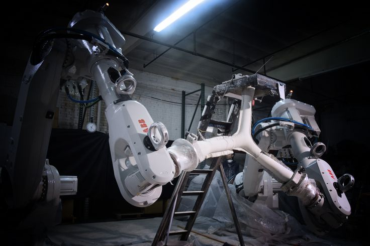 Using robots to cast concrete with a fabric mold.