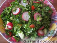 Фото к рецепту: Овощной весенний салат к шашлыку