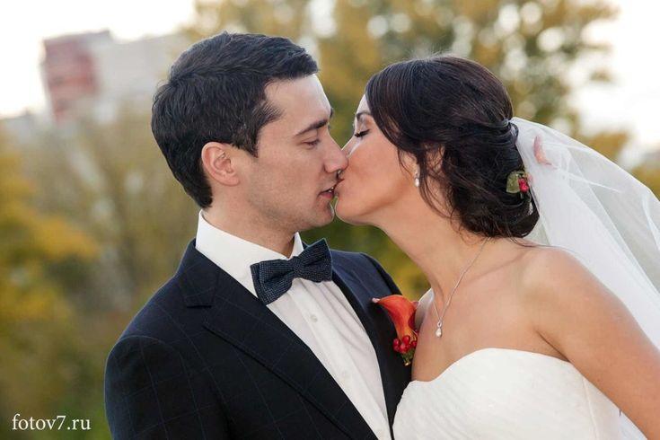 Не удержался и сделал несколько кадров. Это был действительно самый красивый поцелуй дня.«Я по-доброму завидую вашему фотографу.» сказал я.