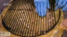 Une fois nosbarbecuesfinis, nous nous retrouvons rassasiés,mais condamnés à une corvée délicate : le nettoyage dela grille du barbecue. Nous avons testé 2 méthodes.  Cristaux de soudeet un peu d'huile de coude  3 mesures de cristauxde...
