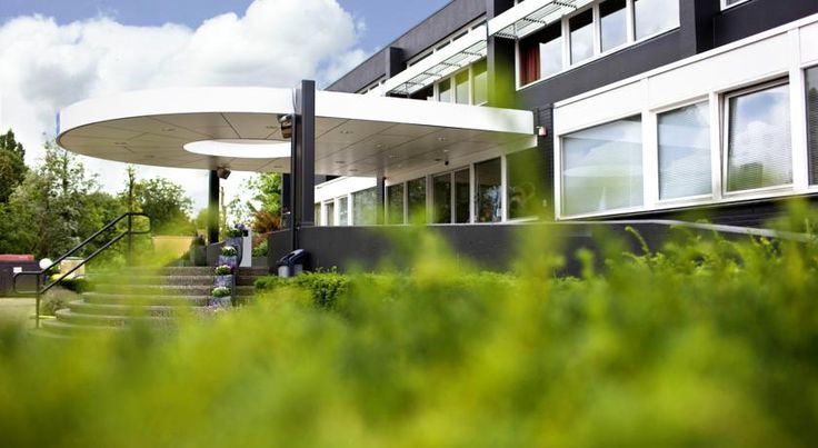 Best Western Plus Rotterdam Airport Hotel Rotterdam Best Western Plus Rotterdam Airport Hotel is conveniently situated at 700 metres walking distance from Rotterdam The Hague Airport. The hotel offers a complimentary airport shuttle service on week days, free parking and free WiFi.