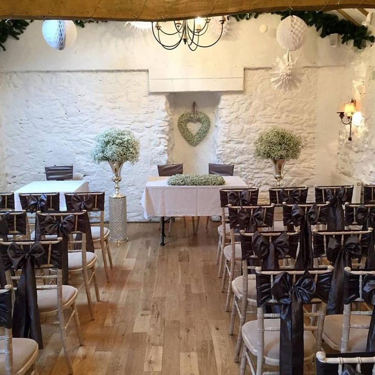 Bickley mill inn winter wedding, platinum silver sashes, gyp floral heart, gyp urns, gyp long and low table design.