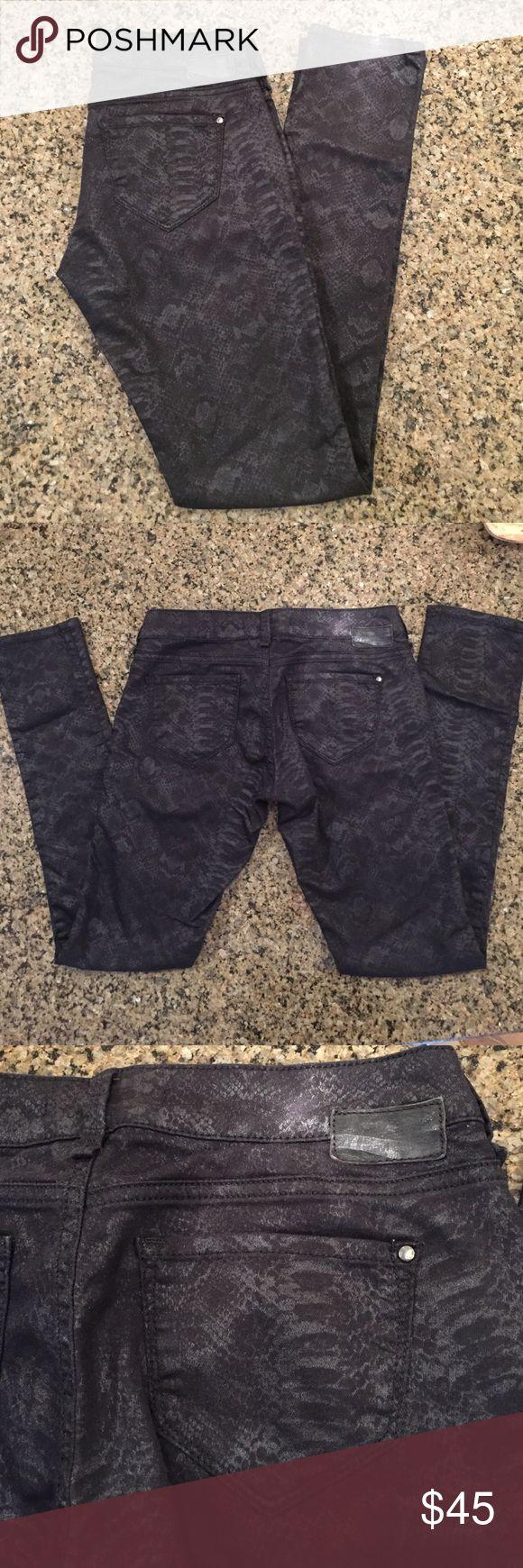 "MAVI Serena Low Rise Super Skinny Jeans Black snakeskin print denim.  Serena, low rise, super skinny jeans.  89% Cotton, 29% End, 2% Elastine.  Size 26.  Inseam 30"" Mavi Jeans Skinny"