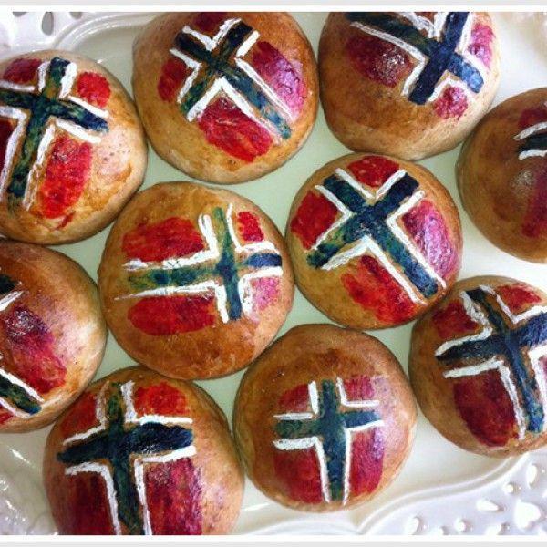 Det er ikke bare kakene som skal pyntes til 17. mai. Gjærbaksten skal også fremstå i all sin 17.mai prakt!...