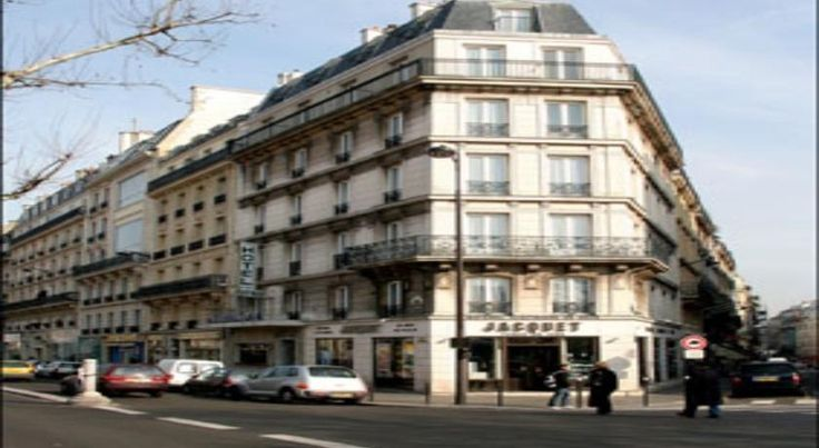 Avenir Hotel Montmartre Paris The Avenir Hotel is located in the heart of Montmartre, close to the Place du Tertre. It offers soundproofed accommodation with free Wi-Fi internet access.  Guest rooms at the Avenir is equipped with satellite TV.