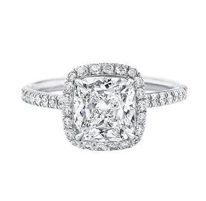 マイクロパヴェ・リング(Micropavé Diamond Engagement Ring)
