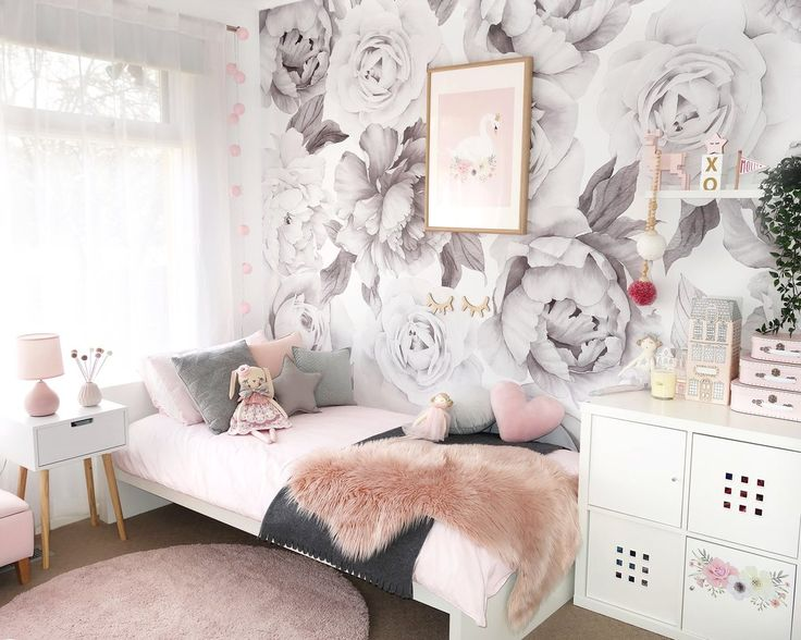 Black & white - Peony and Rose Wallpaper