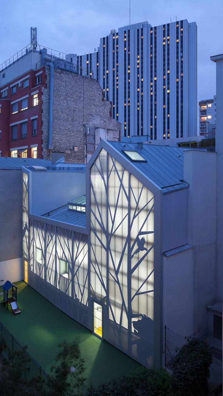 B+C architectes · Ristrutturazione dell'asilo in rue Jules Guesde , parigi · Architettura italiana  Brise soleil motivo alberi e animali