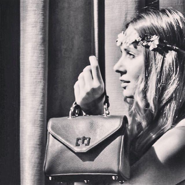 Me & my bags...Grazie @vielmettababe per la splendida foto!❤️ #blackandwhitephotography #lovemyjob #zenati #zenatibags