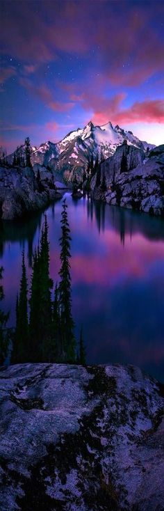 Valle de la luna azul, Parque Nacional North Cascades, el estado de Washington
