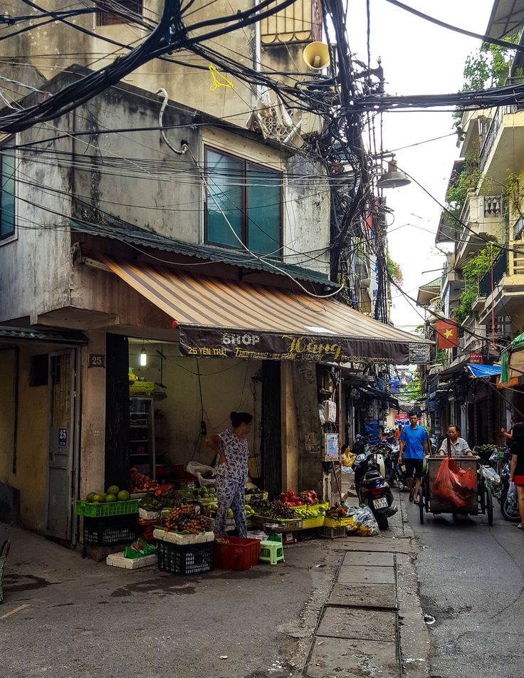 Being the second largest city in Vietnam, Hanoi is a bustling city full of colours, scents, noises and interesting corners everywhere you look. The option