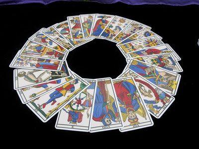Apprendre le Tarot de Marseille est destiné aux amateurs du Tarot de Marseille. Découvrez le Tarot de Marseille Divinatoire sur ce site de Tarot gratuit