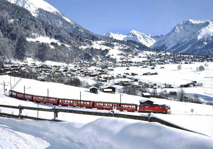 A view over Klosters. met vrienden een paar jaar achter elkaar hier op wintervakantie gegaan. Hier heb ik leren skiën. jaren '80