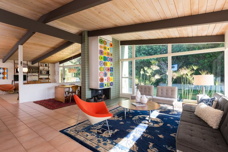 An Immaculate Midcentury Abode in San Diego Asks $1.55M - Photo 5 of 12 -