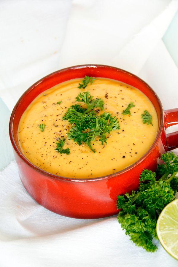 Herbstzeit ist Suppenzeit! Bei mir gibt's das passende Rezept: Süßkartoffel Suppe mit einem Schuss Limettensaft  www.spoonandkey.blogspot.de