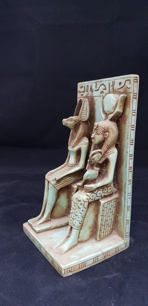 isis nursing horus