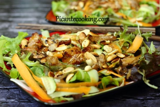 Салат зі свининою в азіатському стилі