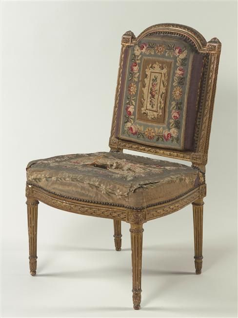 Chaise du salon des jeux de louis xvi versailles for Chaise louis xvi