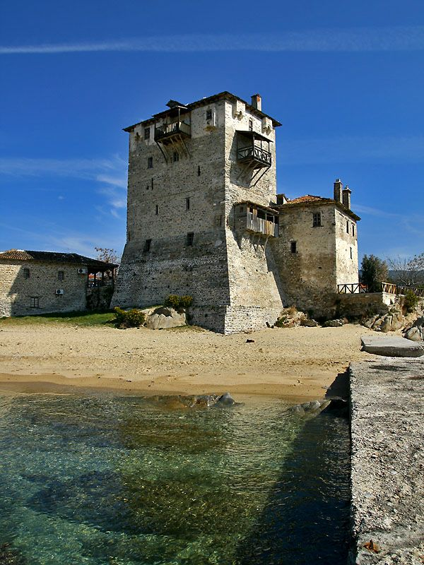 The imposing landmark of Ouranoupolis (Chalkidiki) is the fortified Byzantine tower