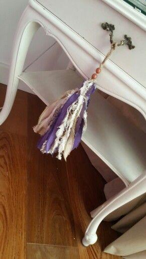 Borlas en tela de tapiceria reciclables en un nuevo uso - Telas para tapiceria ...