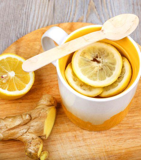 Gyömbéres-citromos fogyasztó víz   1 liter víz  1 egész citrom leve  egy teáskanál reszelt gyömbér   A gyömbér-citrom kombó tea formájában is segít a légúti megbetegedéseken. De nem muszáj melegen fogyasztanod, a nyári hónapokban limonádé formájában is ihatod plusz kilók ellen. A citrom C-vitamin-tartalmának köszönhetően segíti a zsírégetést, a gyömbér pedig a benne lévő illóolajok és csípős vegyületek gyulladáscsökkentő és emésztést serkentő hatásából adódóan.