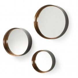 Spiegel - Wilson - Metalen spiegel - LaForma-KaveLaForma-Kave Zwart en goud blijft de perfecte combinatie! Zo ook met deze spiegel! De Wilson, set van 3 ronde spiegels. Het frame is van metaal.