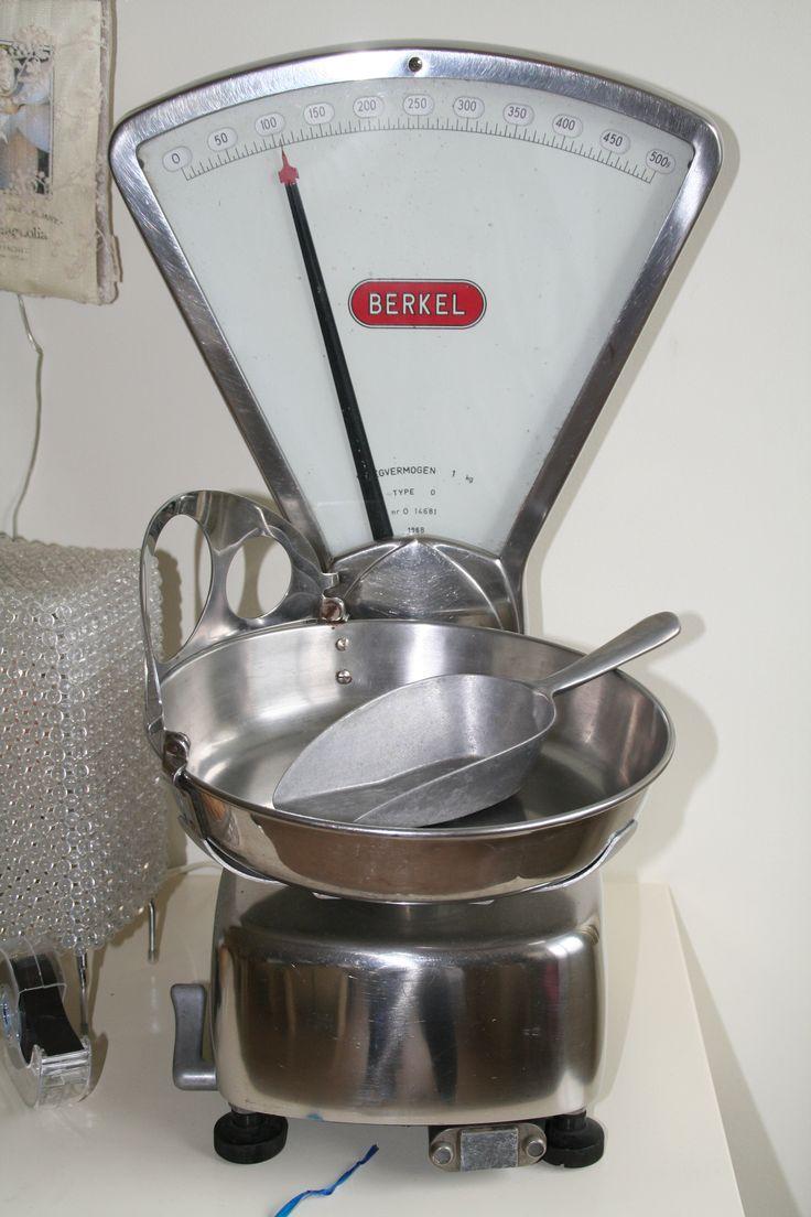 Kruideniersweegschaal van het merk Berkel gekregen.