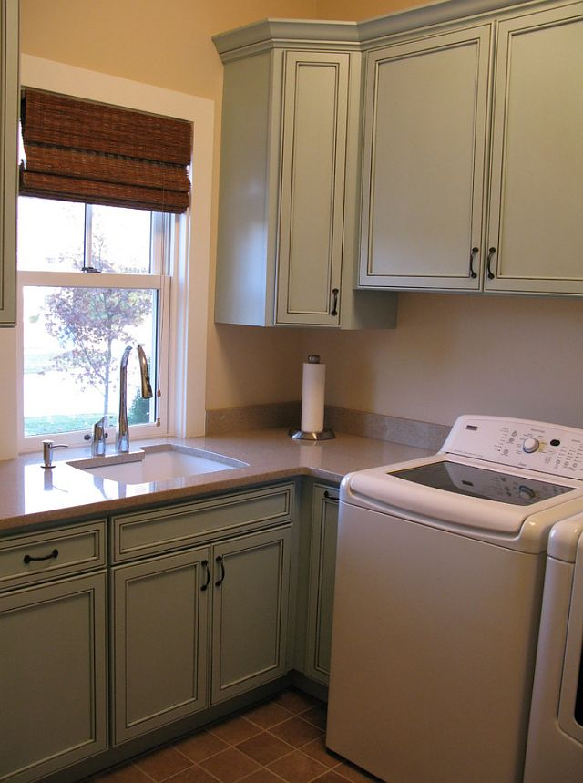 This Is A Small Laundry Room Done Right. Thereu0027s Plenty Of Storage And  Counter Space