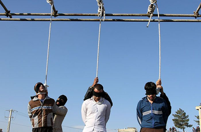 Iran -04/01/2015: Three men hanged in public in northeastern town