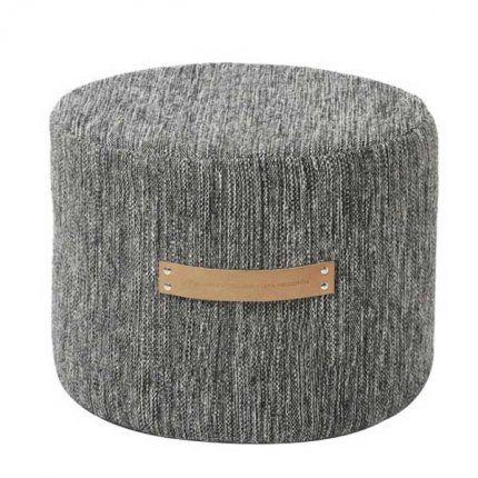 Pouf en laine chiné et poignée en cuir souple chez Design House Stockholm
