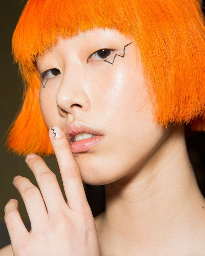 The Best Beauty Looks From SS 2018 MFW orange hair and zic zac eyeliner
