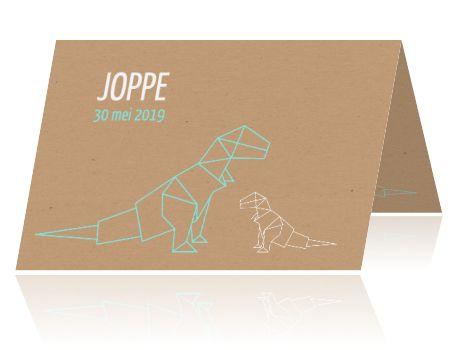 Hip geboortekaartje met dinosaurus in origami stijl op kraft achtergrond. #geboortekaartje #birthannouncemment