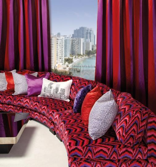 Miami Koleksiyonunun ayrıca cafe, restaurant ve otellere de çok yakışacağını düşünüyoruz. Özellikle de optik desenli kadifeleri çok beğendik…  Bu koleksiyonu başta Dokumacı olmak üzere Persan mağazalarında bulabilirsiniz.