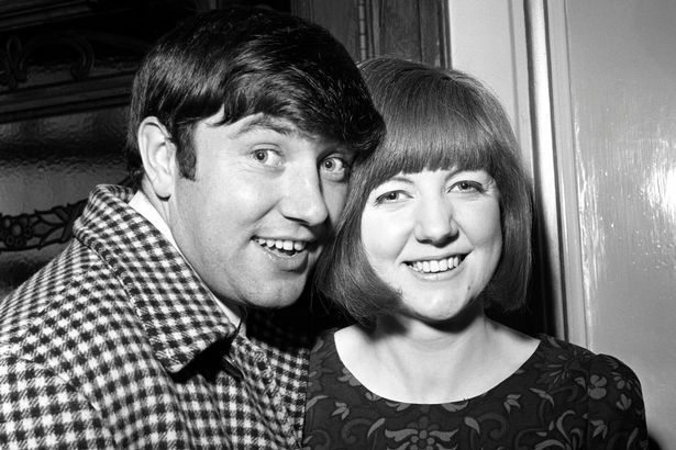 Jimmy Tarbuck gives tear-jerking Cilla Black tribute... then upsets some with questionable gag about late star - Mirror Online